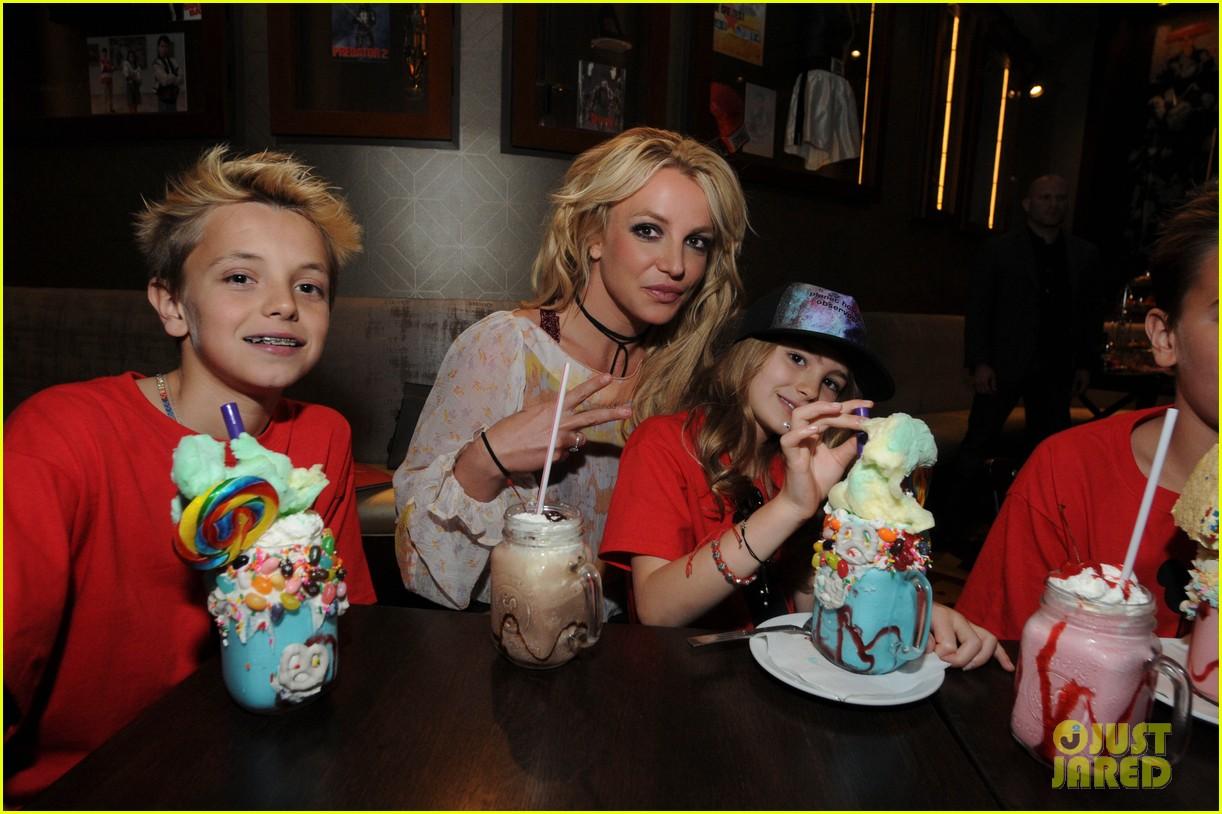Britney Spears Takes Sean Preston Jayden James Amp Niece