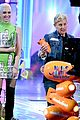ellen degeneres wins three awards at kcas 2017 crowd recites oath to be in her squad 04