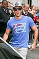 scott eastwood dishes on starring in taylor swifts wildest dreams video shes incredible 03