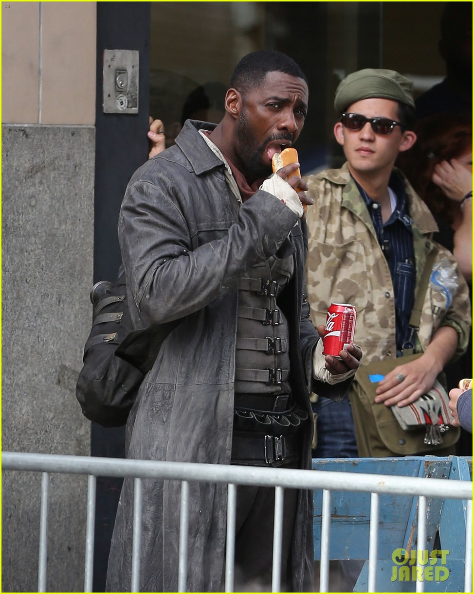 Idris Elba Snacks On Hot Dog While Filming The Dark Tower