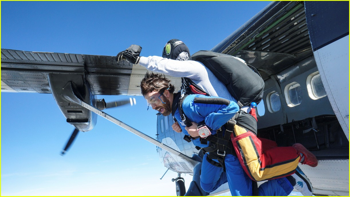 watch chris evans go skydiving3874907