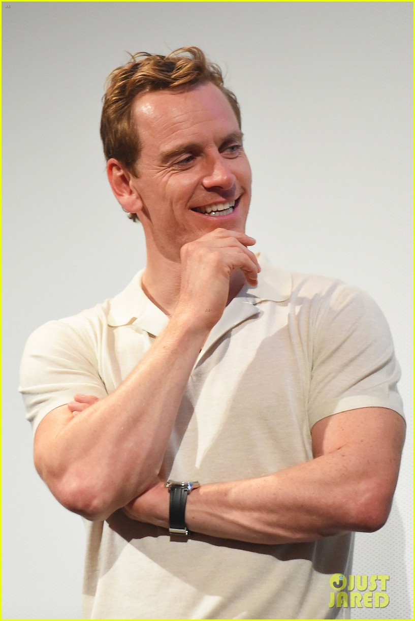 michael fassbender blessed us all by wearing this tight shirt 03 Michael Fassbender