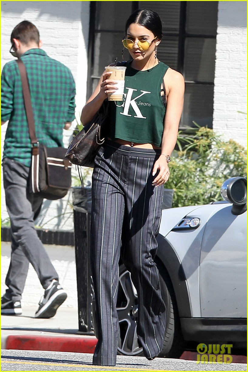 vanessa hudgens grabs lunch with her ladies 053873903