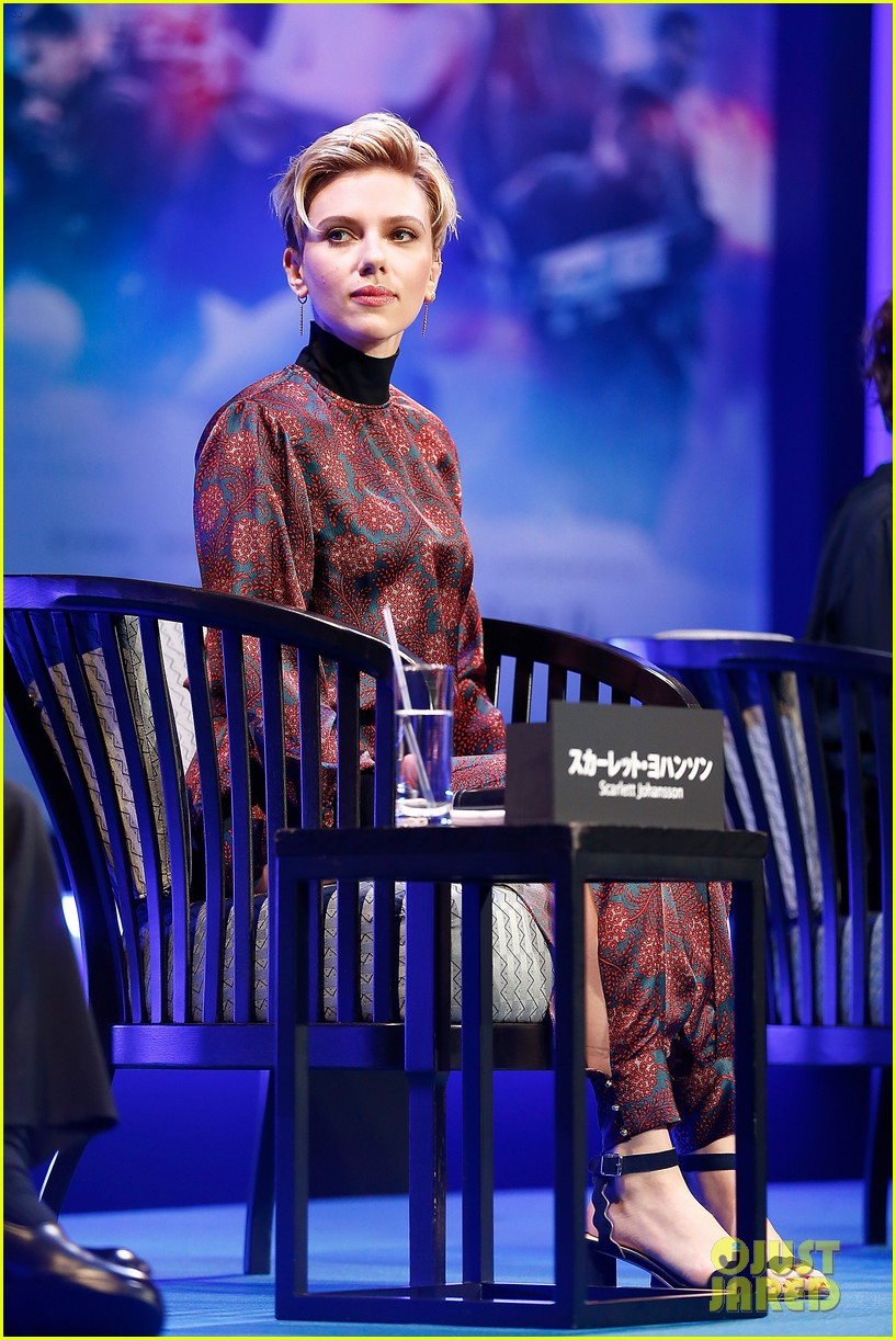 scarlett johansson kicks off ghost in the shell press tour in tokyo 043874807