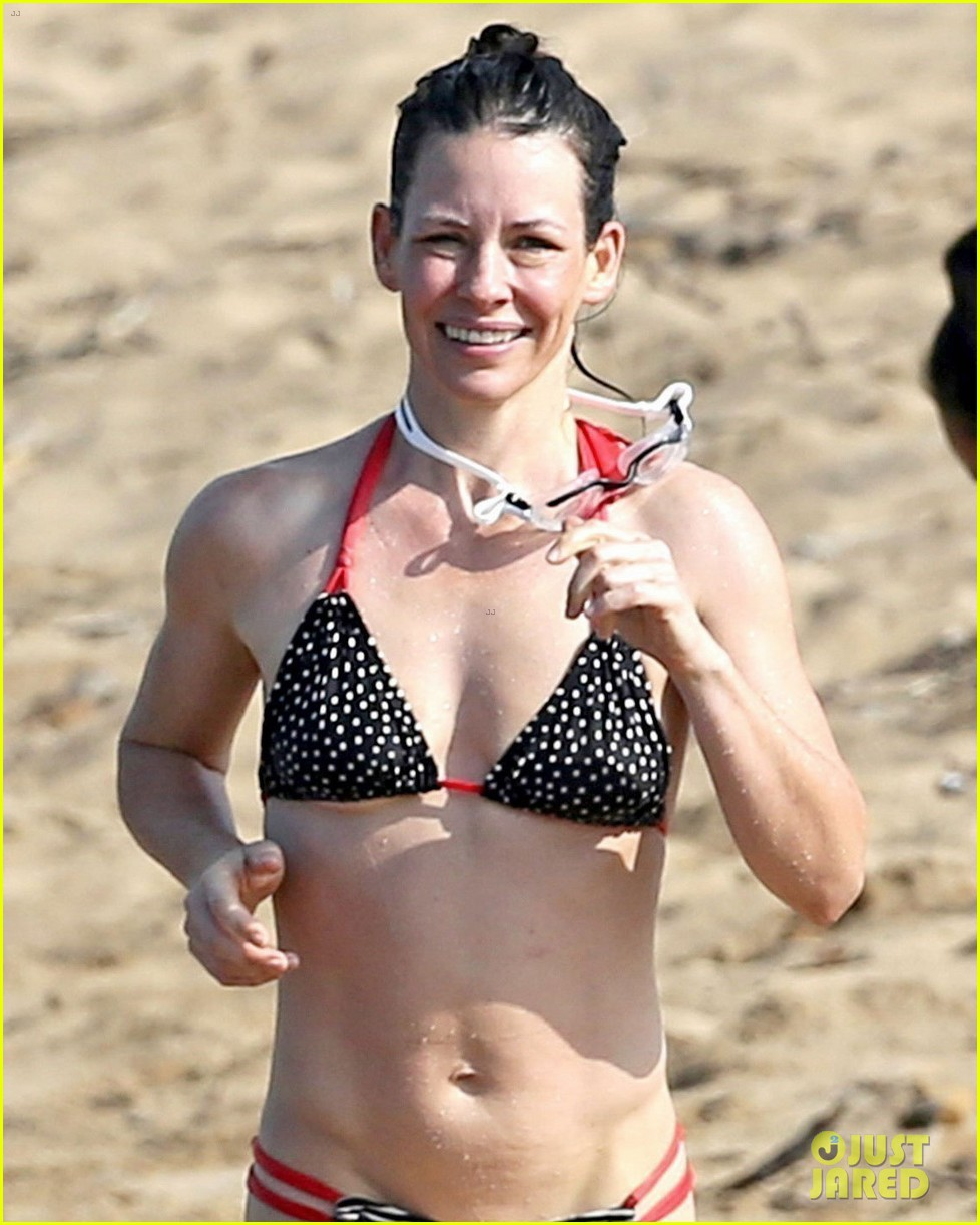 evangeline lilly body looks so fit bikini beach 023870650