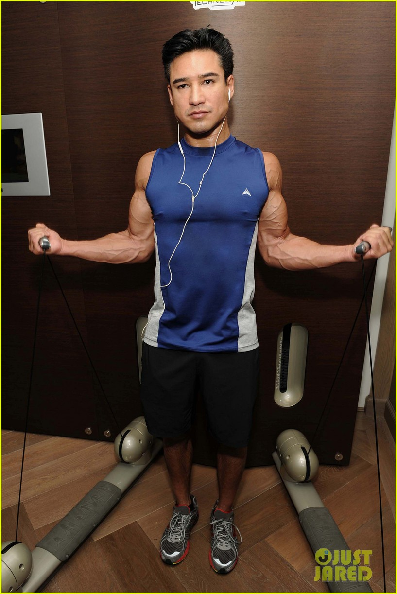 mario lopez puts his muscles to work in these new gym pics 033878375