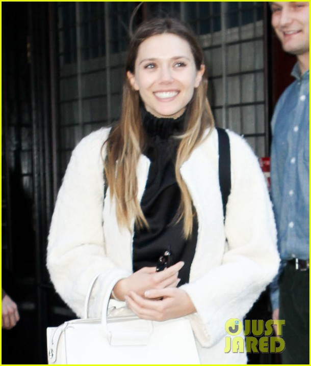 elizabeth olsen holds hands with mystery guy in new york 043876530