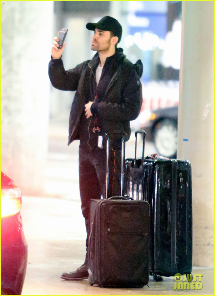 paul wesley jets to toronto to direct shadowhunters episode 023871675