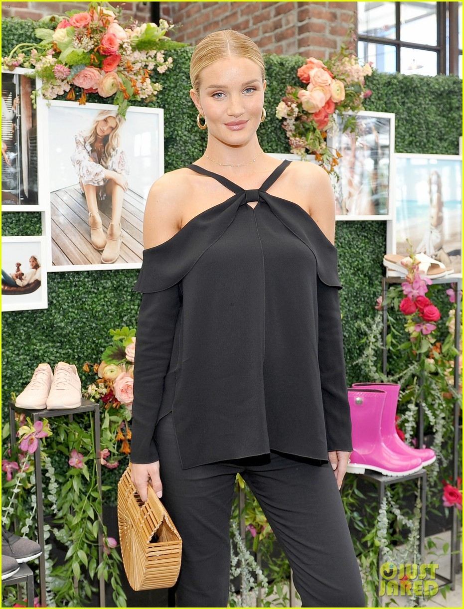 pregnant rosie huntington whiteley helps rachel zoe celebrate her spring ugg collection 023874679