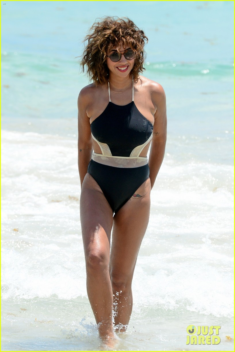 Oitnb S Jackie Cruz Wears Super Sexy Swimsuits In Miami