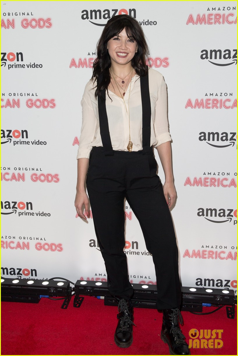 emily browning daisy lowe premiere american gods 043883422