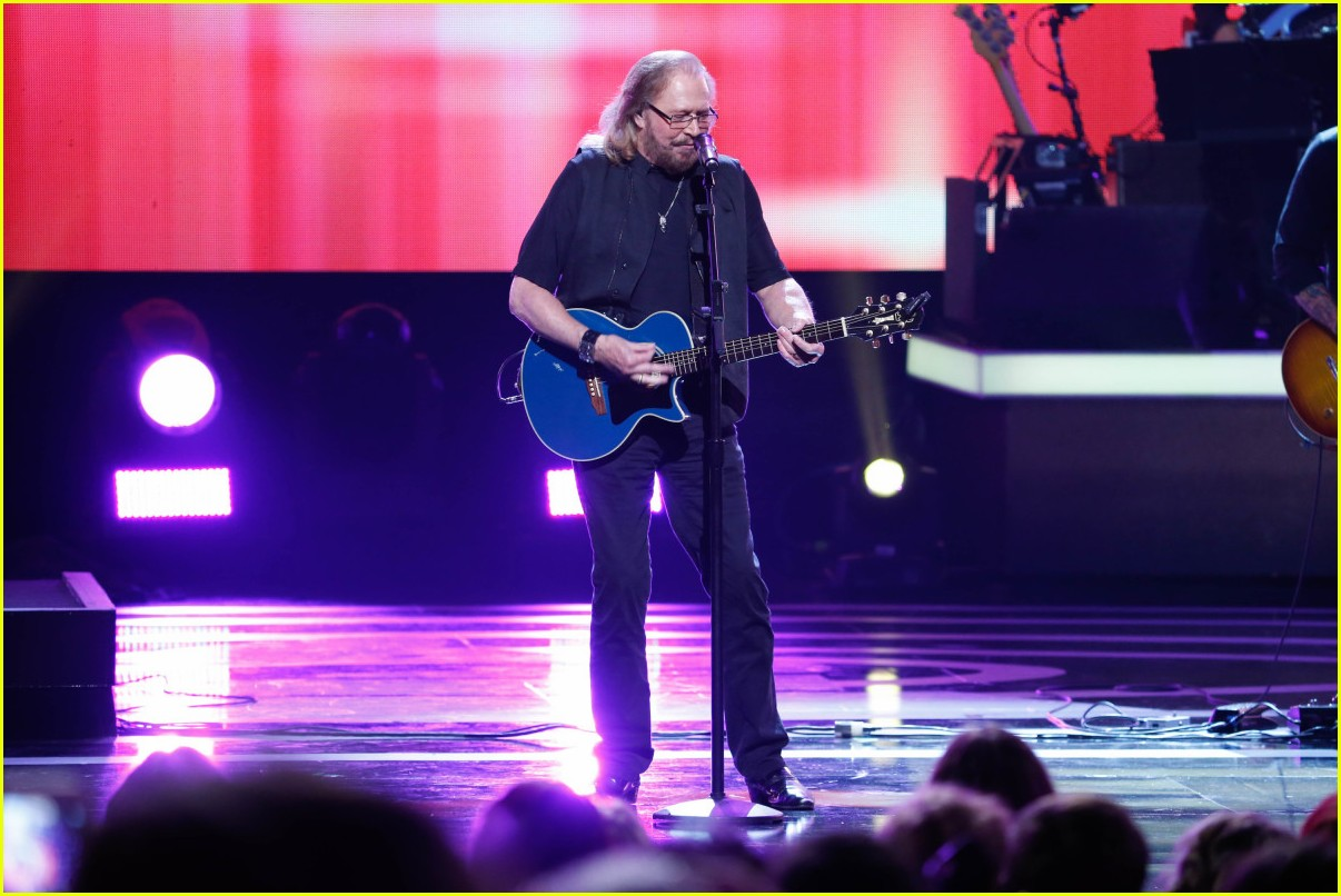 watch the bee gees barry gibb perform at grammy tribute 013886949
