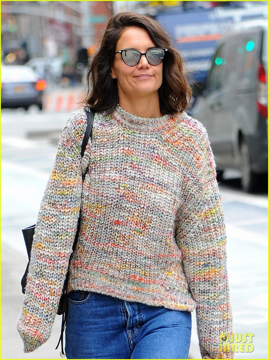 katie holmes loves her converse sneakers 013890599
