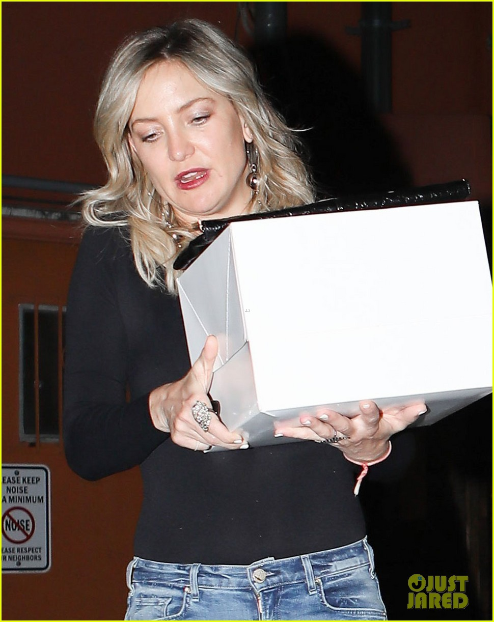 kate hudson celebrates birthday with robert pattinson her new boyfriend 033888945
