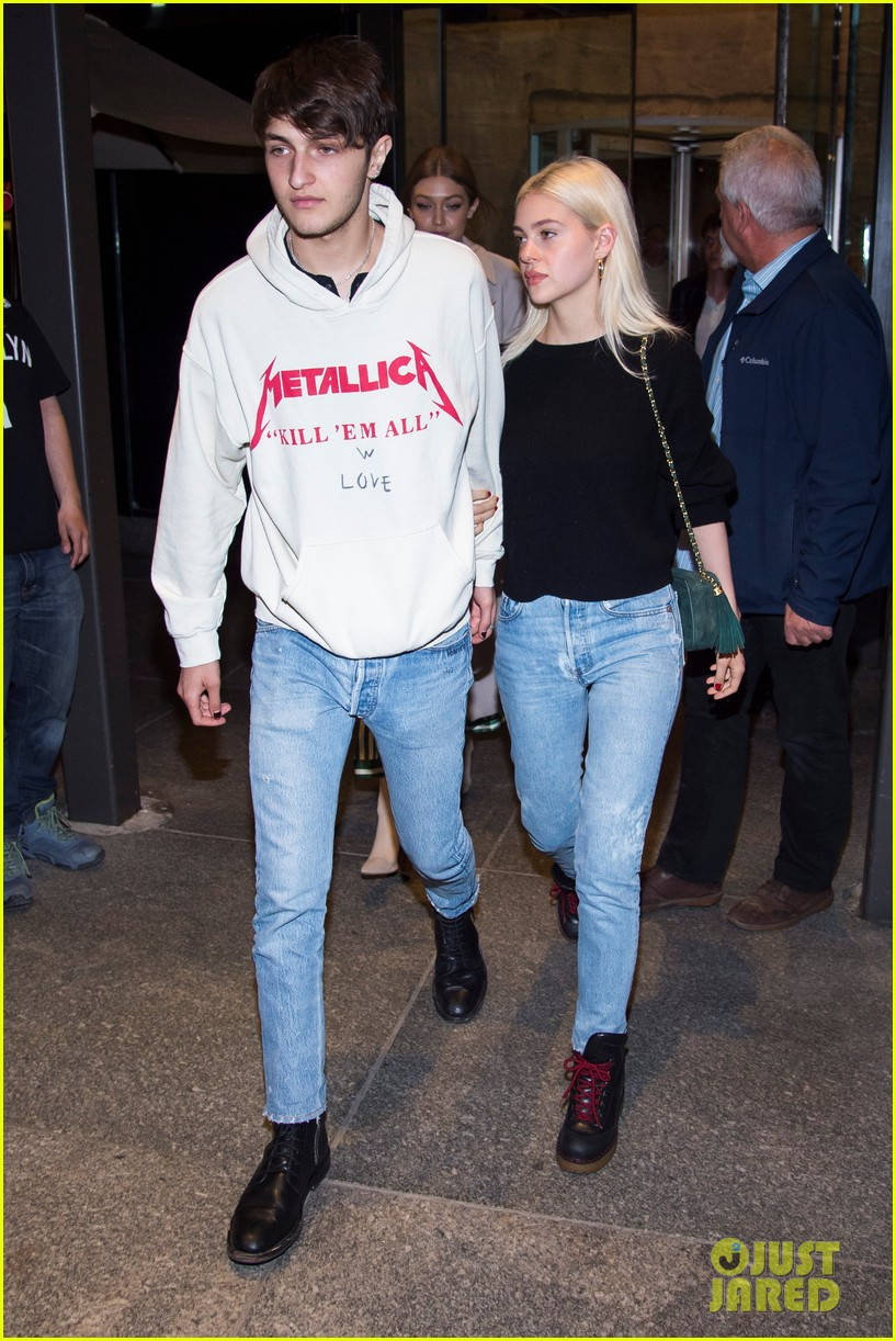 nicola peltz and anwar hadid stay close during dinner date with gigi 033885908