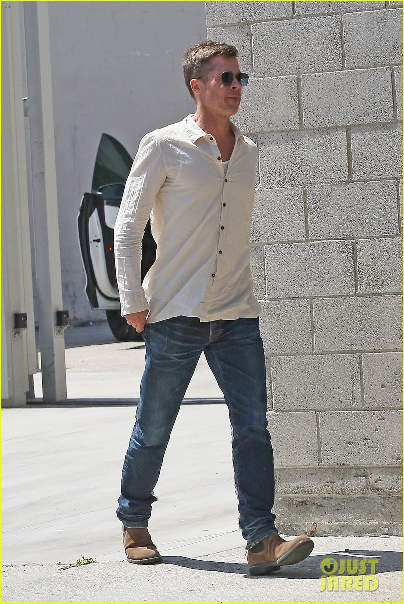 Brad Pitt Arriving At His Art Studio In Los Angeles