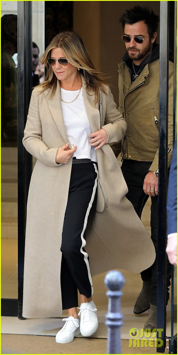 jennifer aniston justin theroux out in paris 013885097