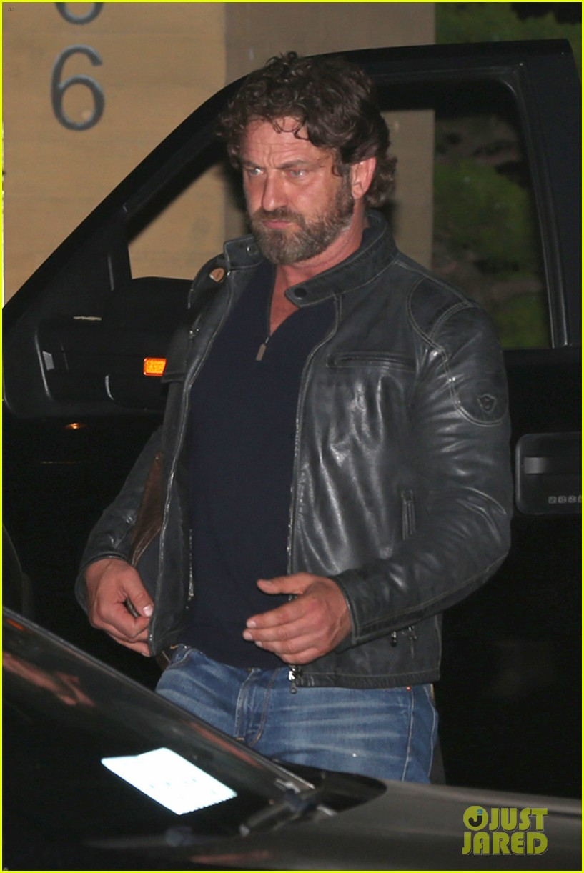 gerard butler dines at nobu malibu on memorial day 053906950