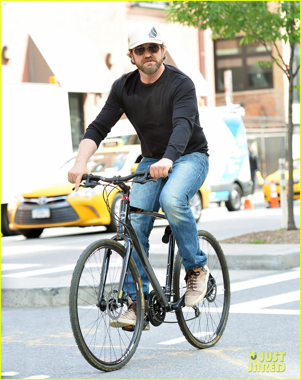 gerard butler enjoys outdoor meal and bike ride around nyc 013905737