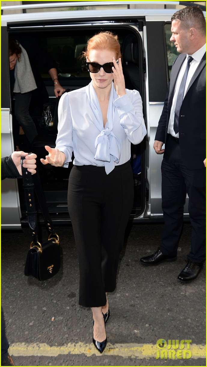 jessica chastain stylishly arrives in london043895636