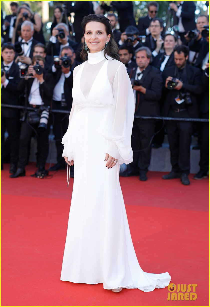 jessica chastain julianne moore continue their fashion fun in cannes 143901616