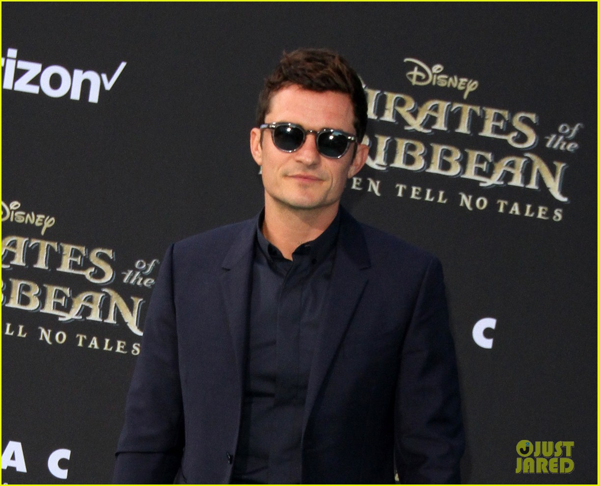 johnny depp orlando bloom premiere pirates in hollywood 043901307
