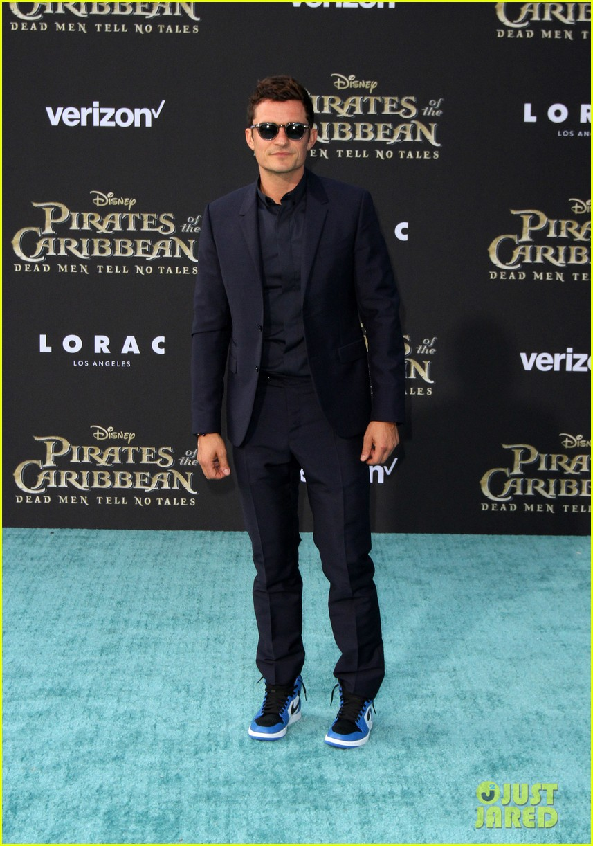 johnny depp orlando bloom premiere pirates in hollywood 243901327