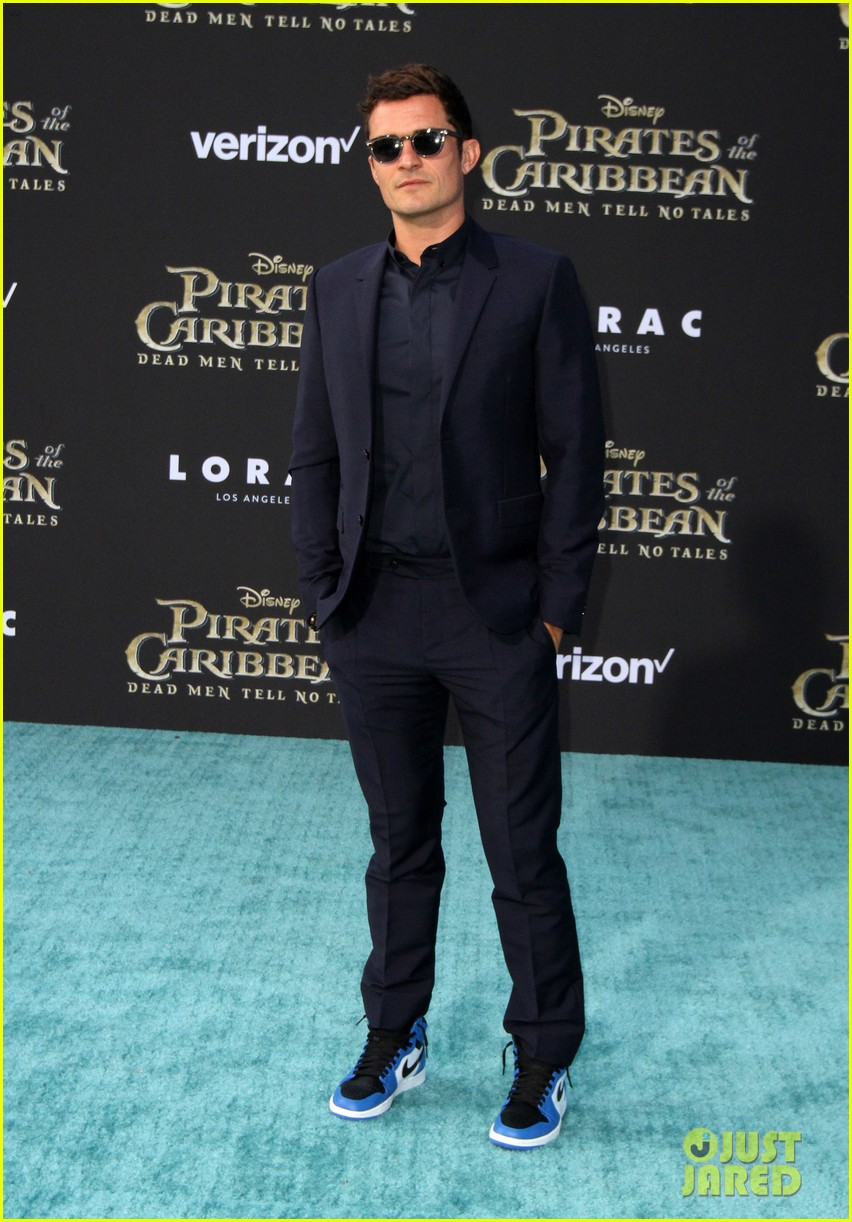 johnny depp orlando bloom premiere pirates in hollywood 253901328
