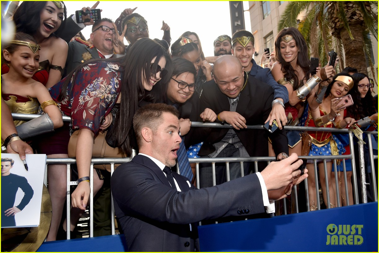 gal gadot chris pine and robin wright premiere wonder woman in hollywood 013905847