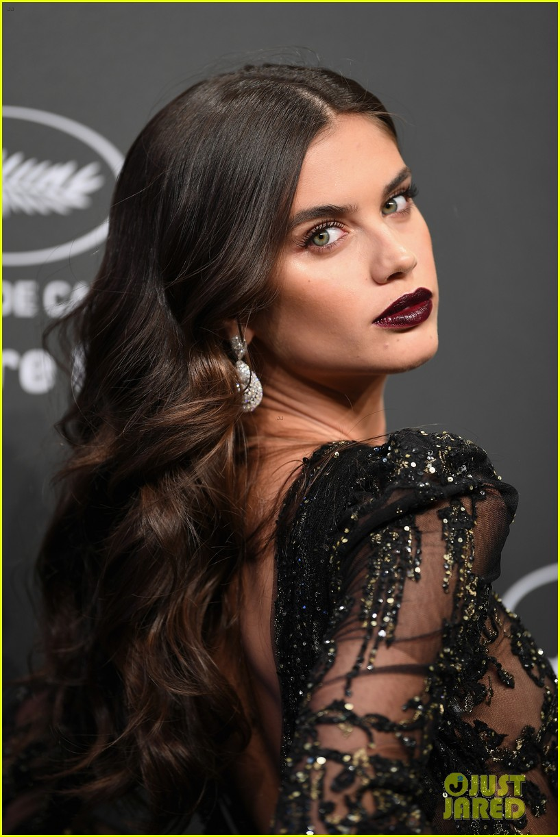 kendall jenner shines like a diamond at chopard space party 023901751