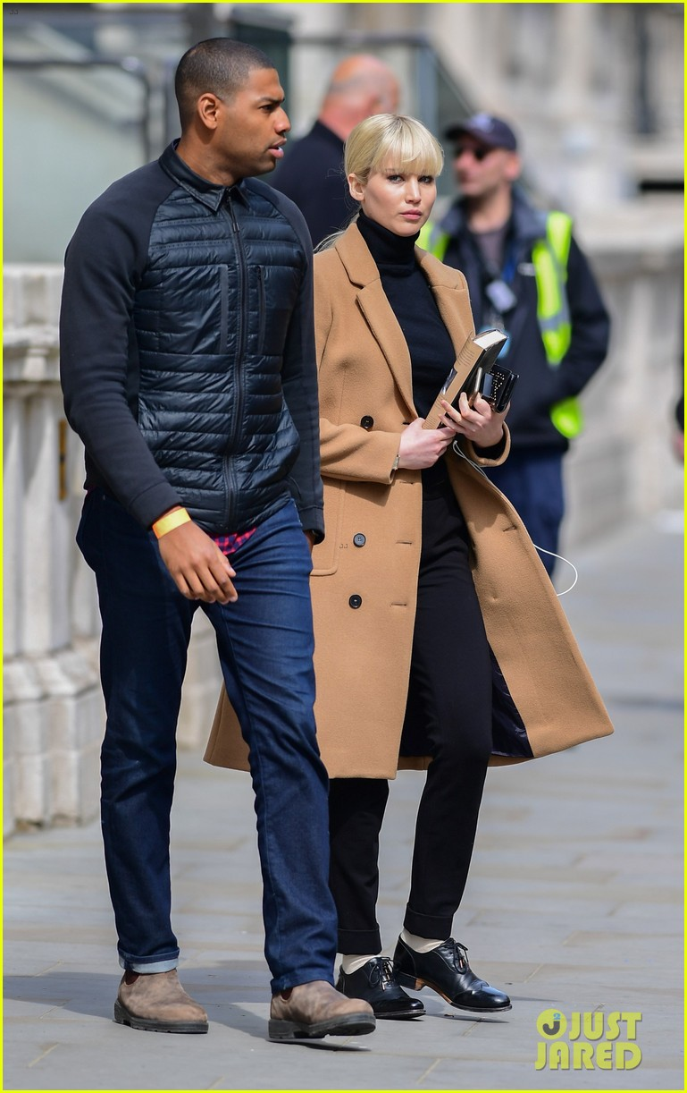 jennifer lawrence gets into character on red sparrow set 053896055