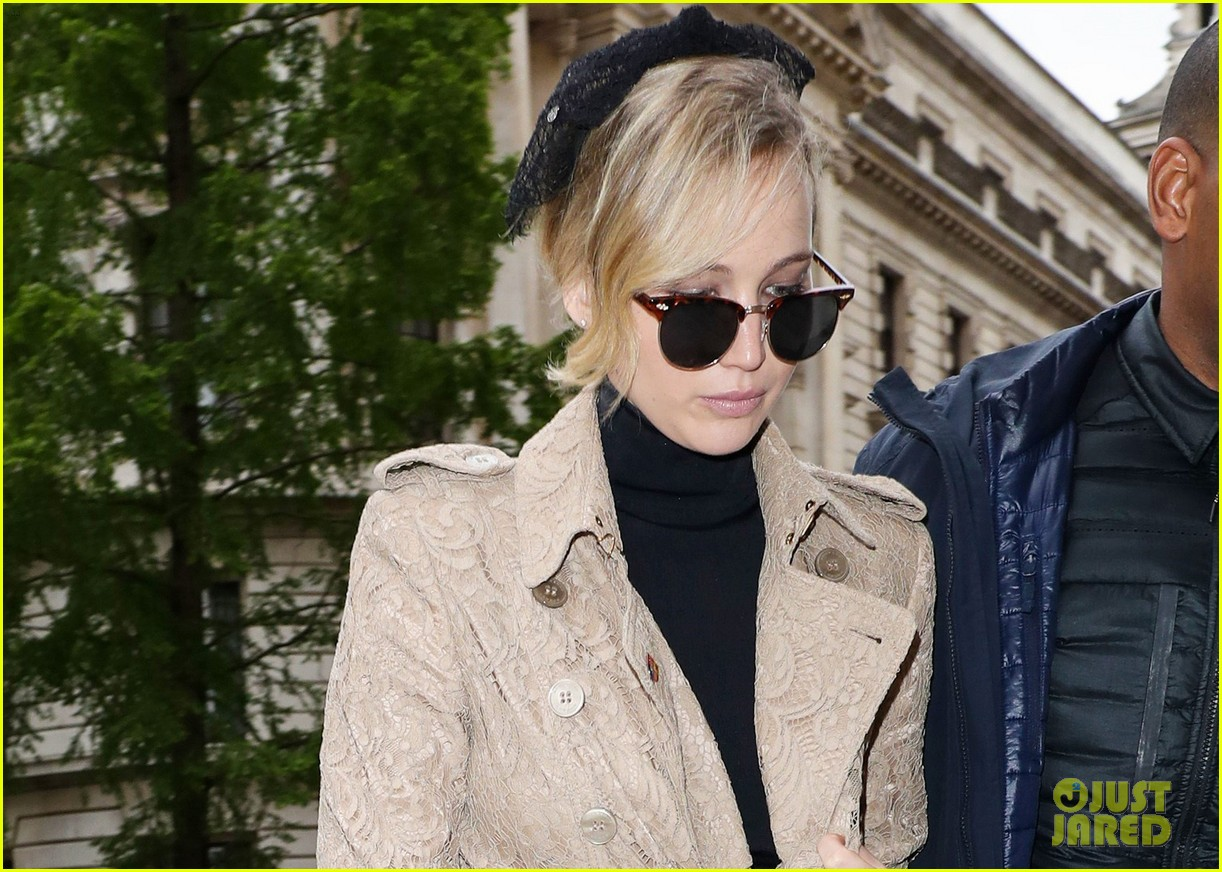 jennifer lawrence visits palace london 033896614
