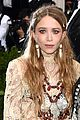 mary kate and ashley olsen arrive at met gala 2017 looking lovely in lace 02