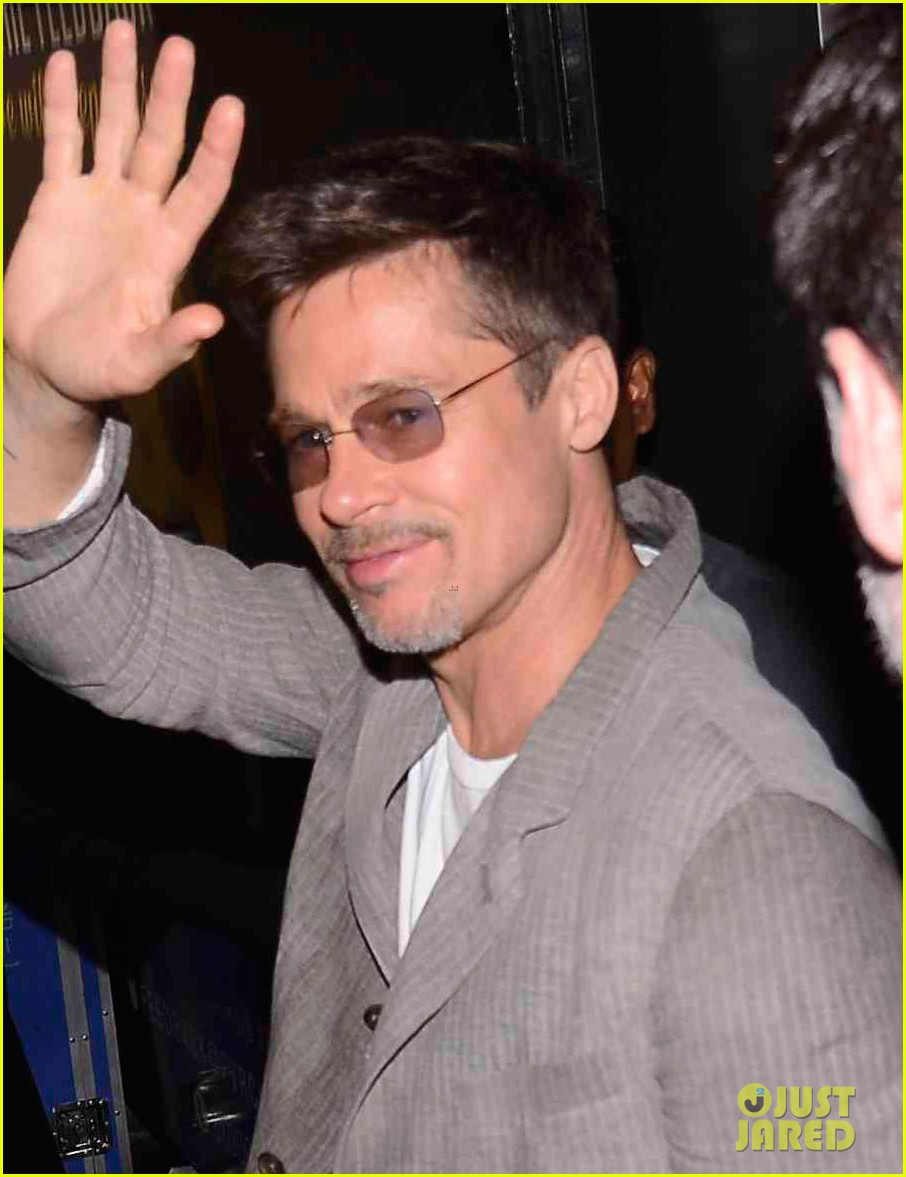 brad pitt says he cant dance like bollywood stars 013905753