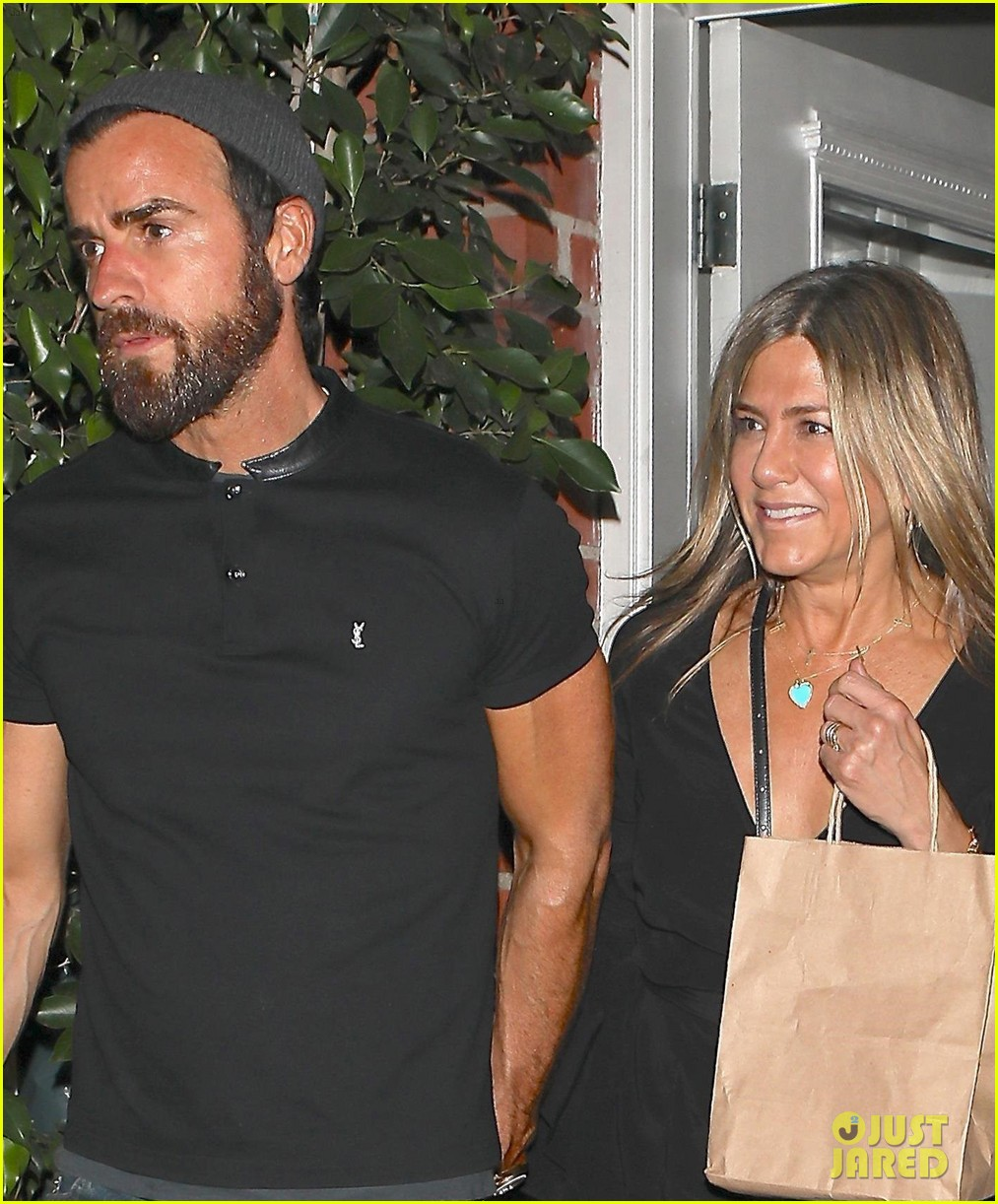 jennifer aniston justin theroux dine with courteney cox friends 043921921