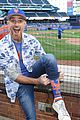 dave annable throws out first pitch at ny mets game 04