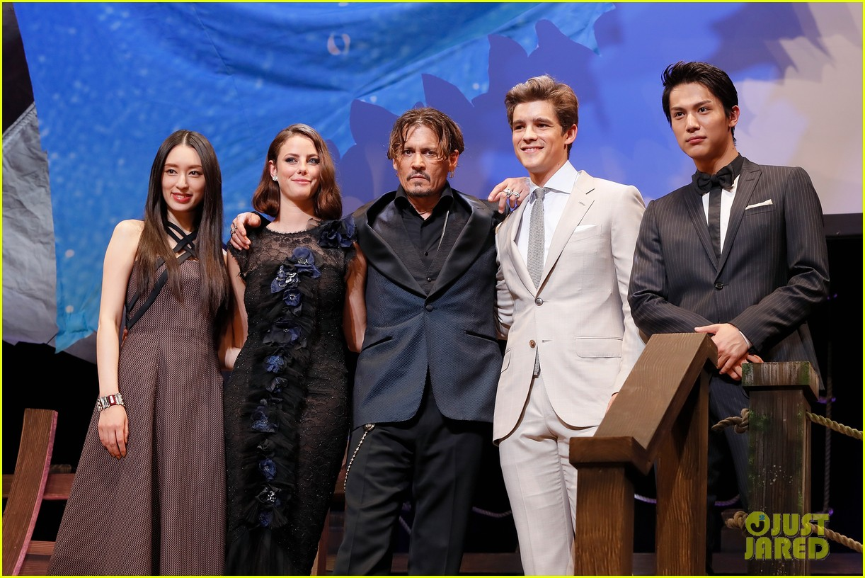 johnny depp joins pirates of the caribbean cast at japan premiere 043916796