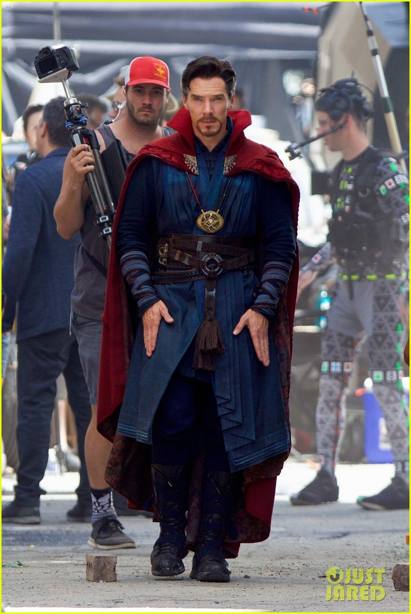 robert downey jr films avengers infinity war with benedict cumberbatch 223920262