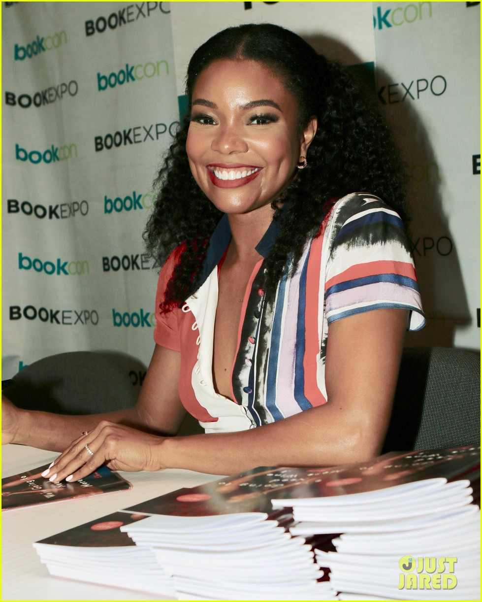 isla fisher and gabrielle union proudly promote their books 043908105