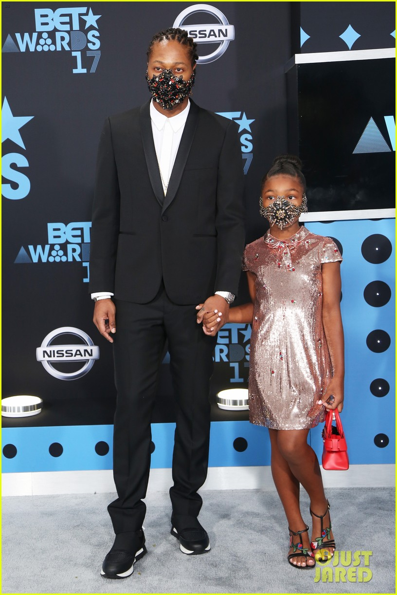 future daughter londyn wear masks to bet awards 2017013919755