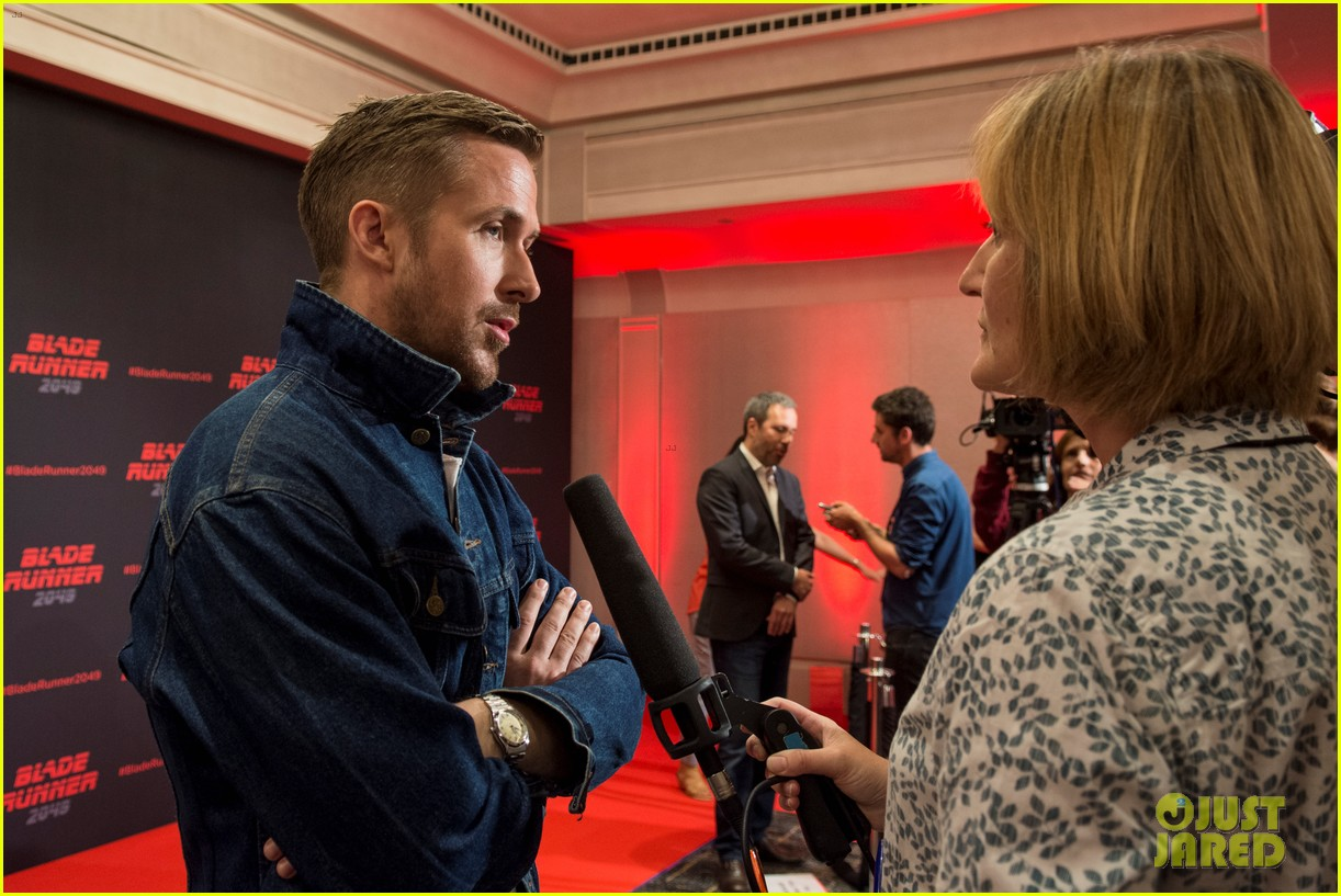 ryan gosling kicks off blade runner 2049 promo tour in spain 053916339