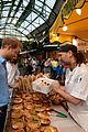 prince harry makes surprise visit to borough market after terror attack 09