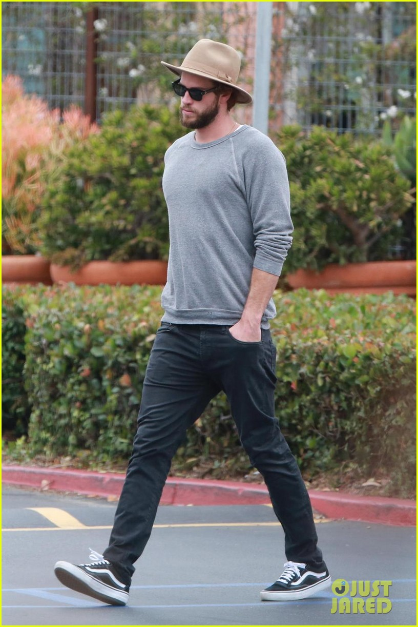 liam hemsworth grabs lunch with luke and parents in malibu 033918590