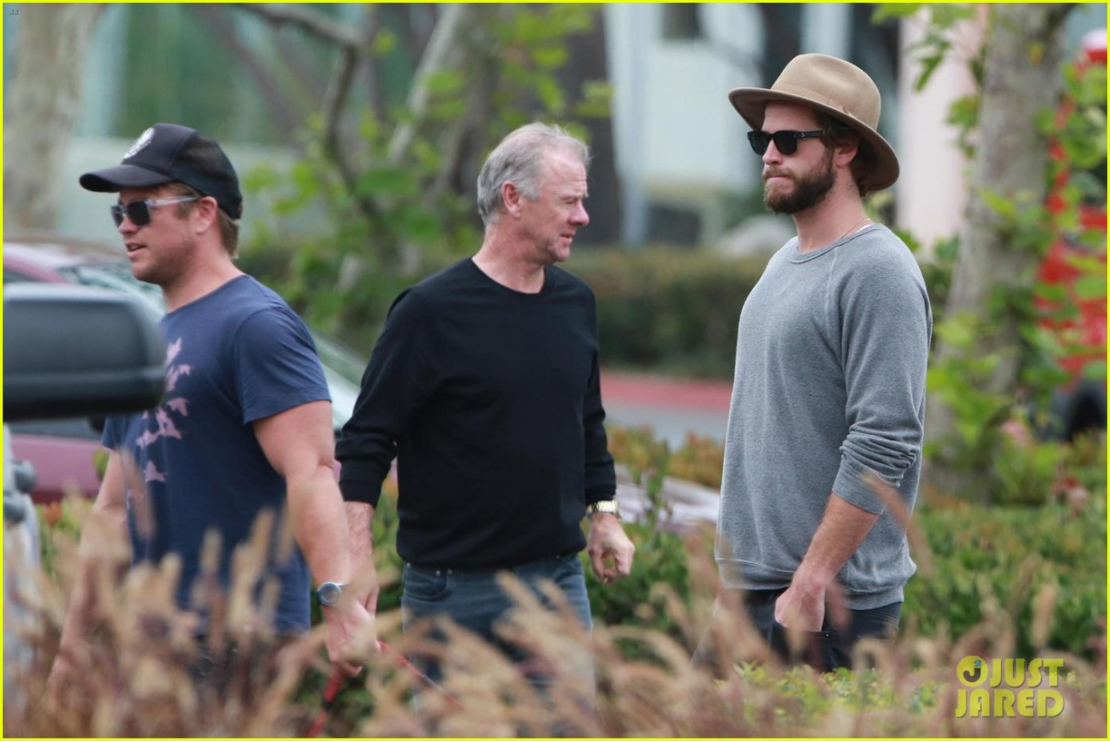 liam hemsworth grabs lunch with luke and parents in malibu 043918591