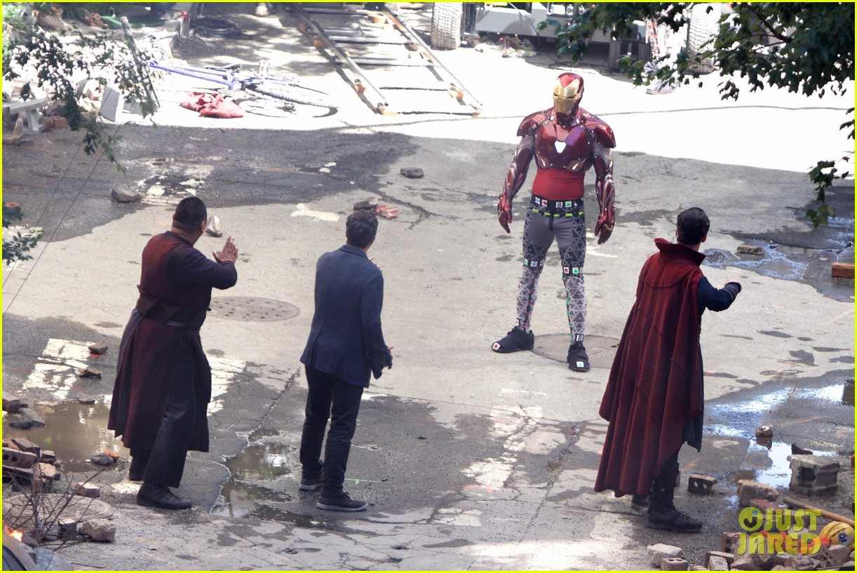 iron man wears his armor in new avengers infinity war set photos 113920863