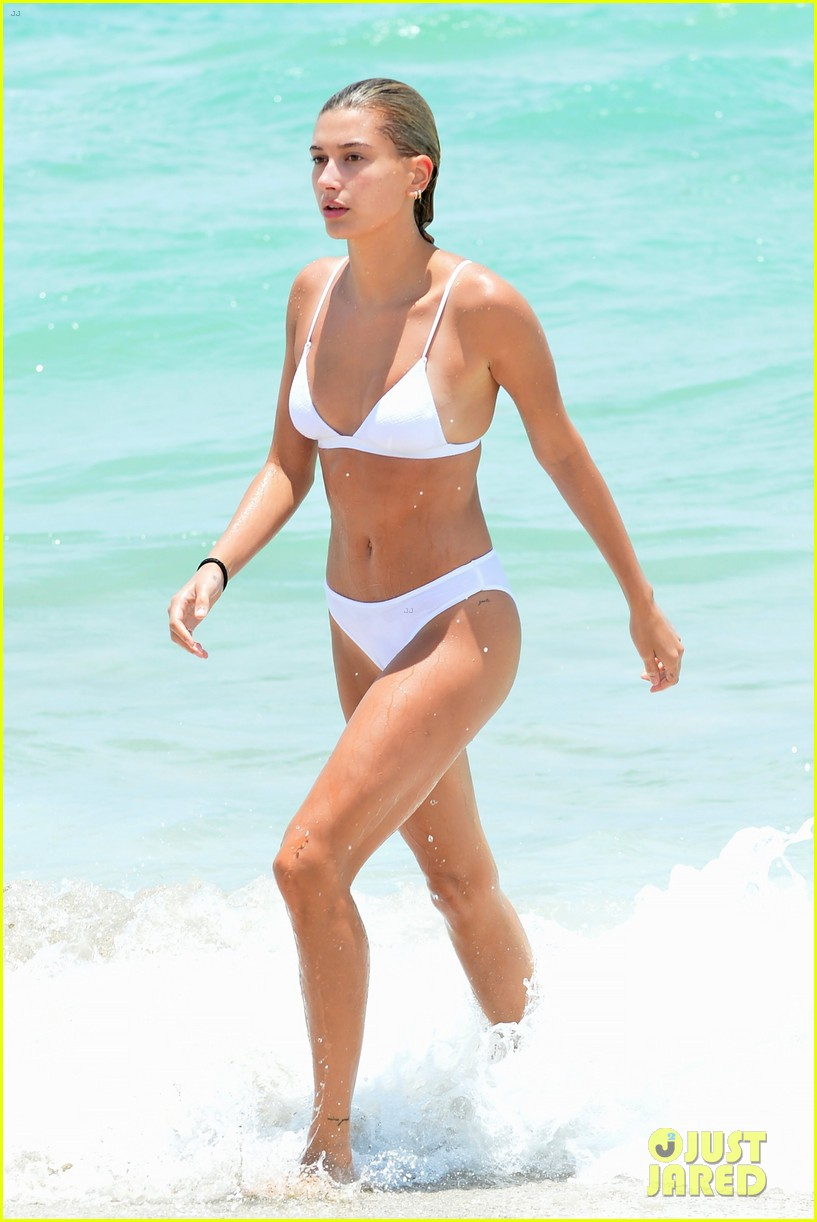 kourtney kardashian miami beach pictures hailey baldwin 053913444
