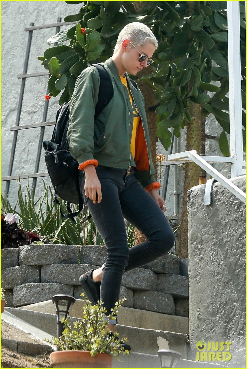 kristen stewart hangs with alicia cargile 013910027