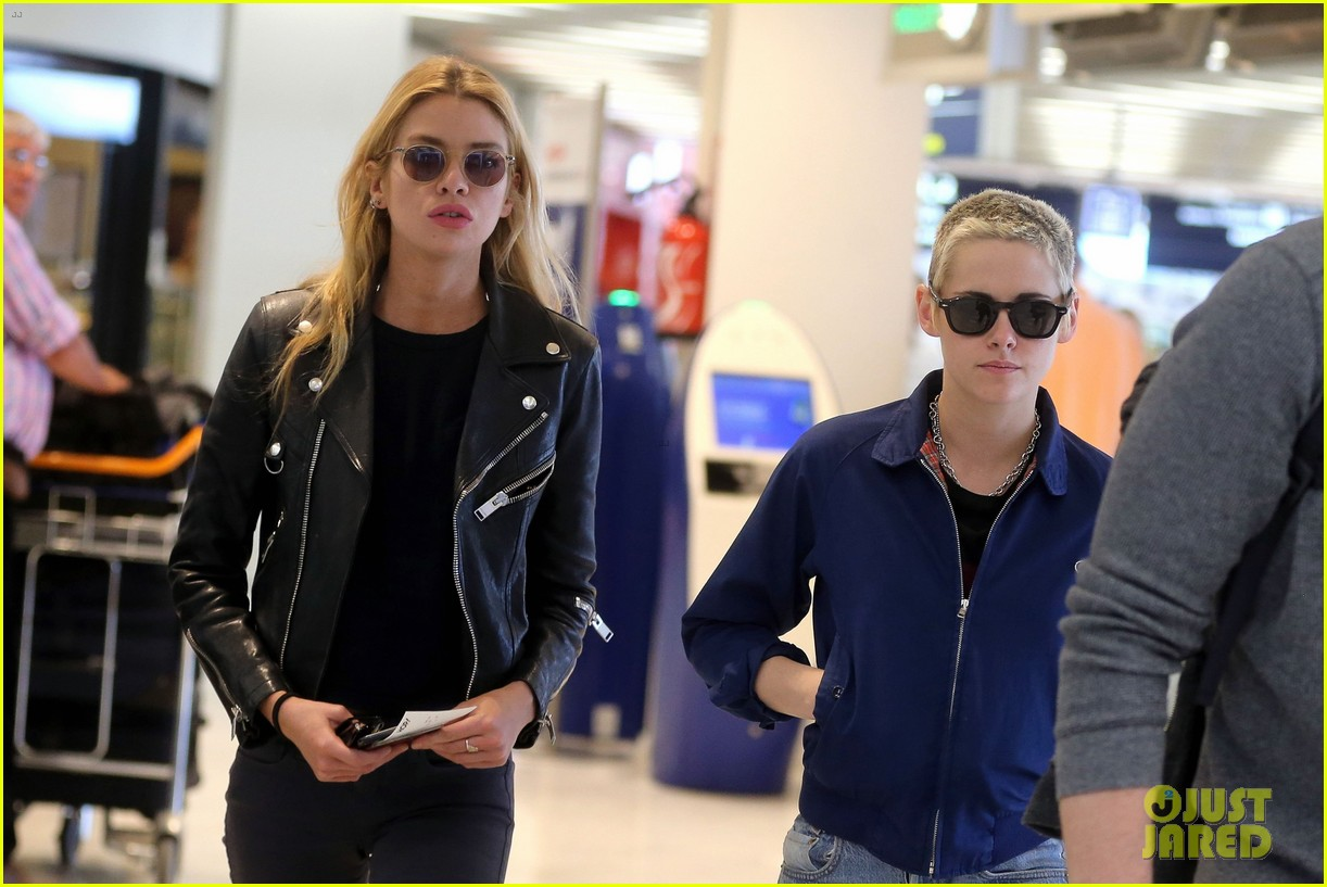 kristen stewart stella maxwell jet out of paris 033914553