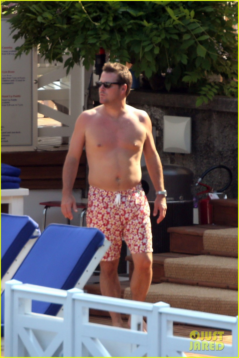 chris odonnell goes shirtless for family vacation at lake como 033915072