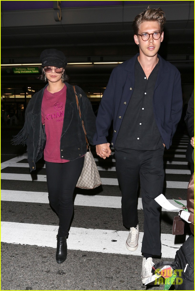 vanessa hudgens austin butler return home from hamptons trip 053920784